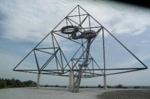 Escultura tetraedro ciudad Bottrop - Alemania